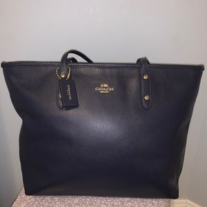 COACH CITY ZIP TOTE- Navy blue fabulous condition!